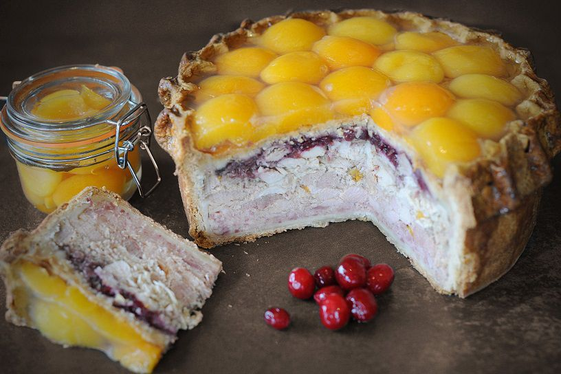 topping_pies_apricot_and_poultry_pork_pie