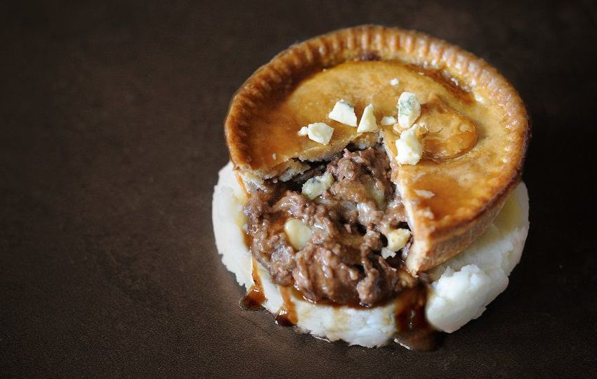 topping_pies_steak_and_mature_stilton_cheese_pie
