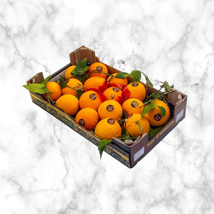 oranges_with_leaves_from_sicily_italy