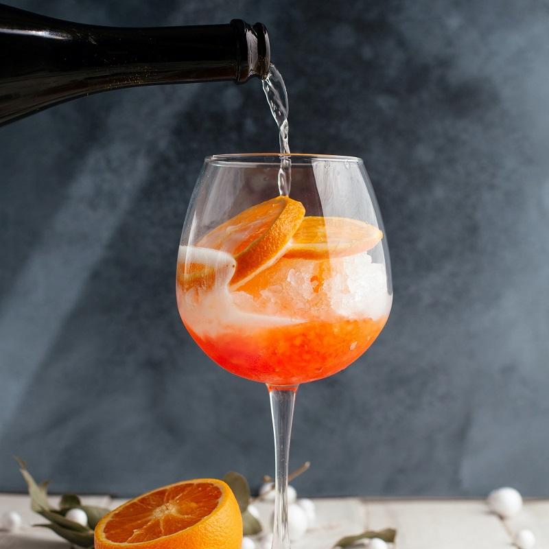 aperol spritz sparkling wine cocktail with orange slices